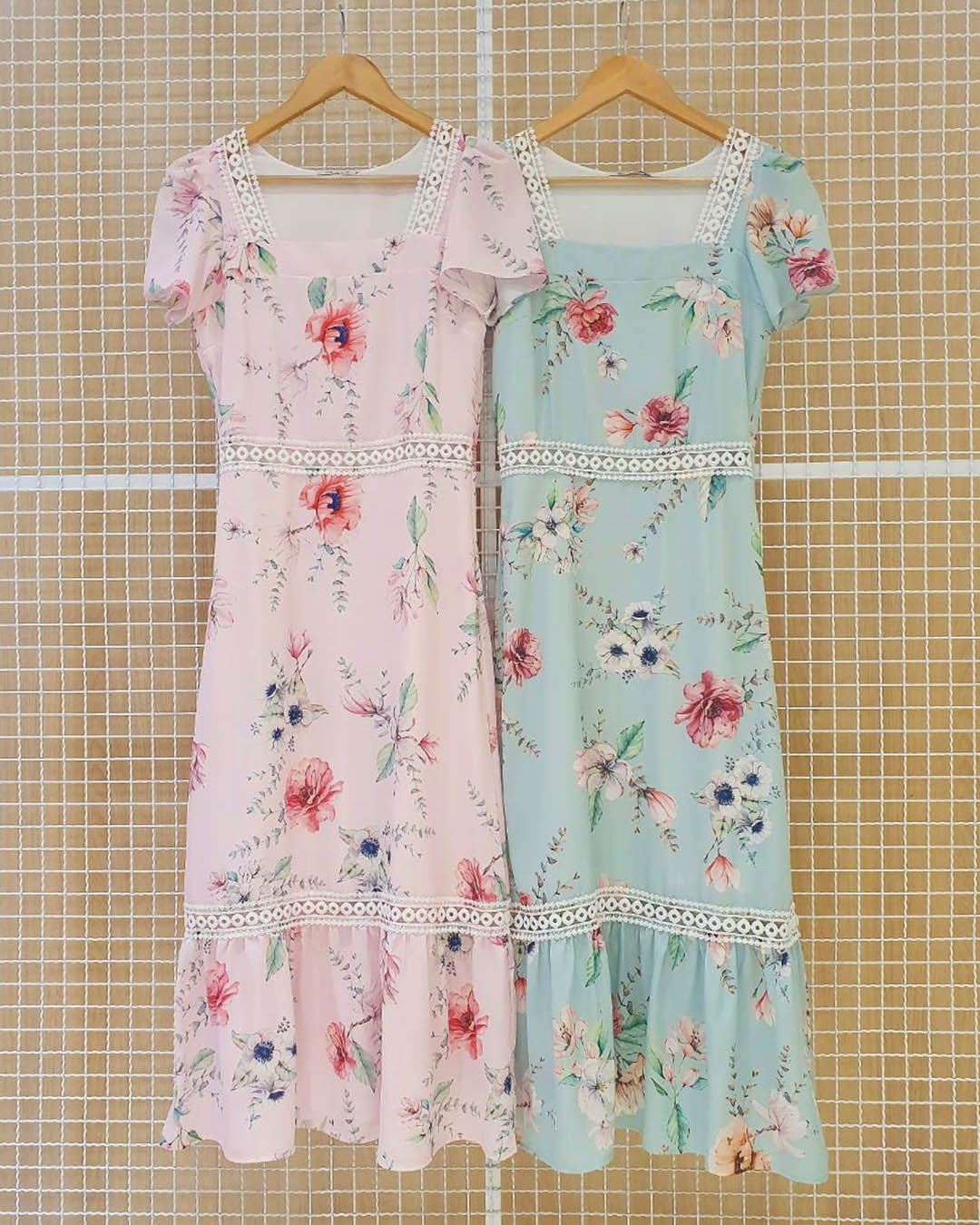 Vestido Midi Crepe Floral Rosê com Folho Milalai Ariane