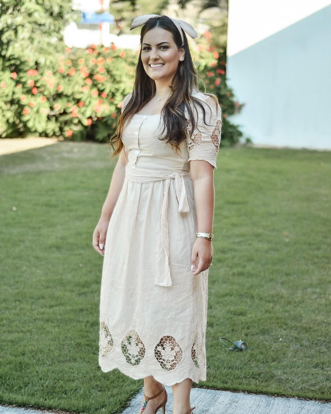 Vestido Midi Godê em Laise Cor Bege Az Irmãs Moda Evangélica