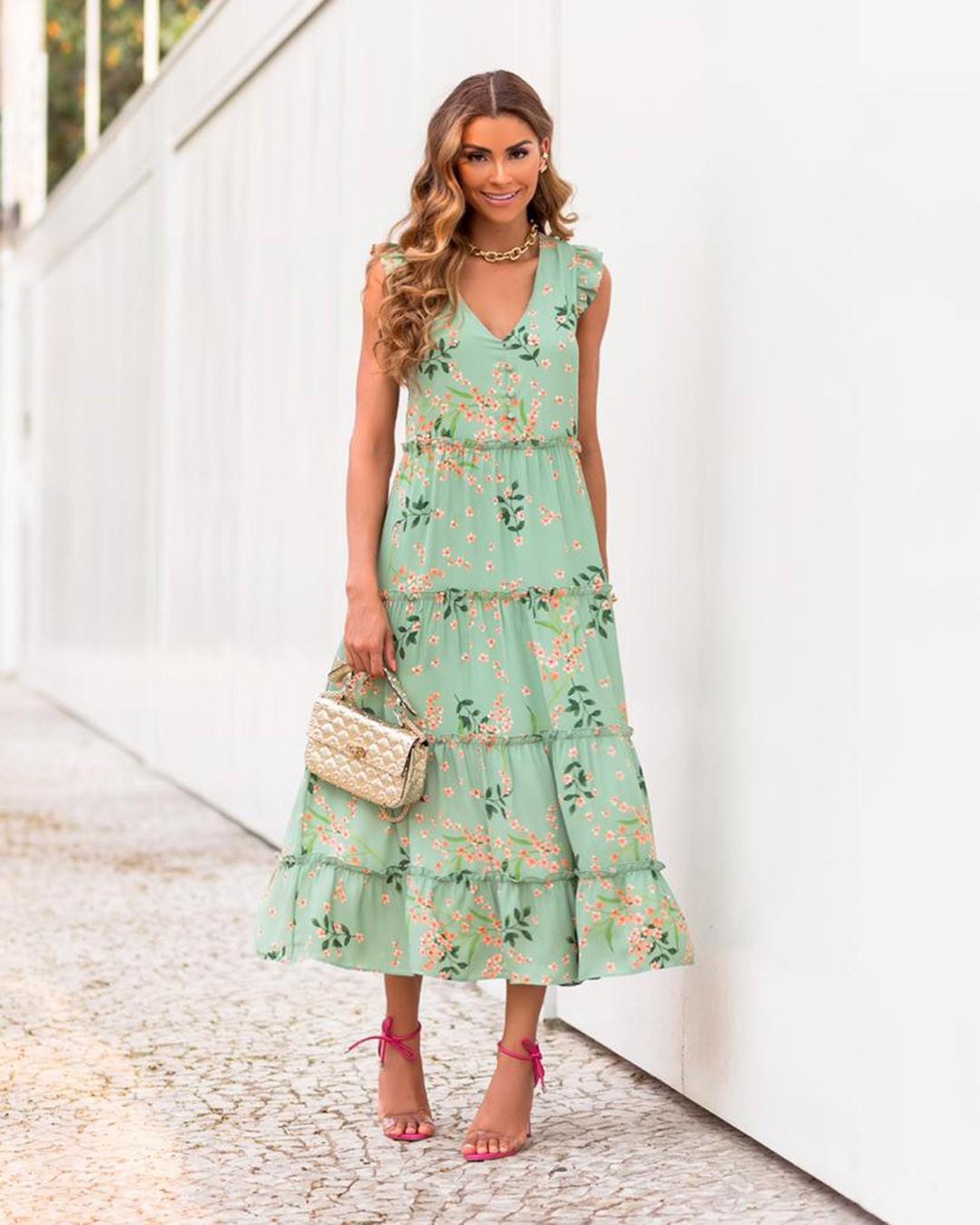 Vestido Midi Soltinho Floral com Marias e Decote V Milalai
