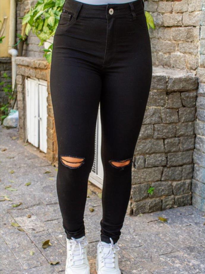 Calça Jeans Skinny com Rasgo - Preto