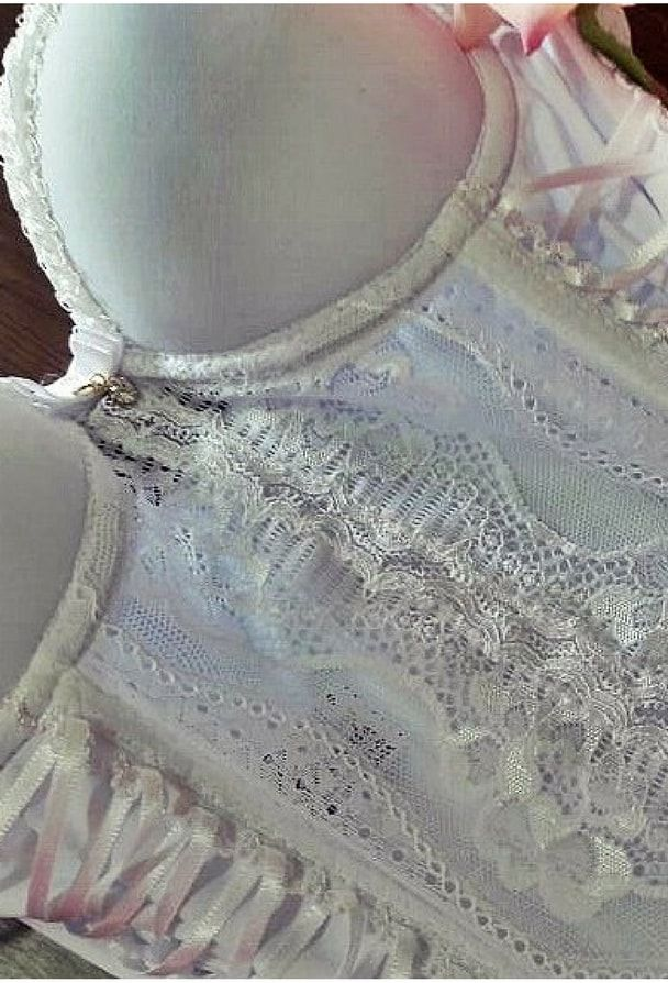 Espartilho Branco em renda com cinta liga e calcinha fio dental