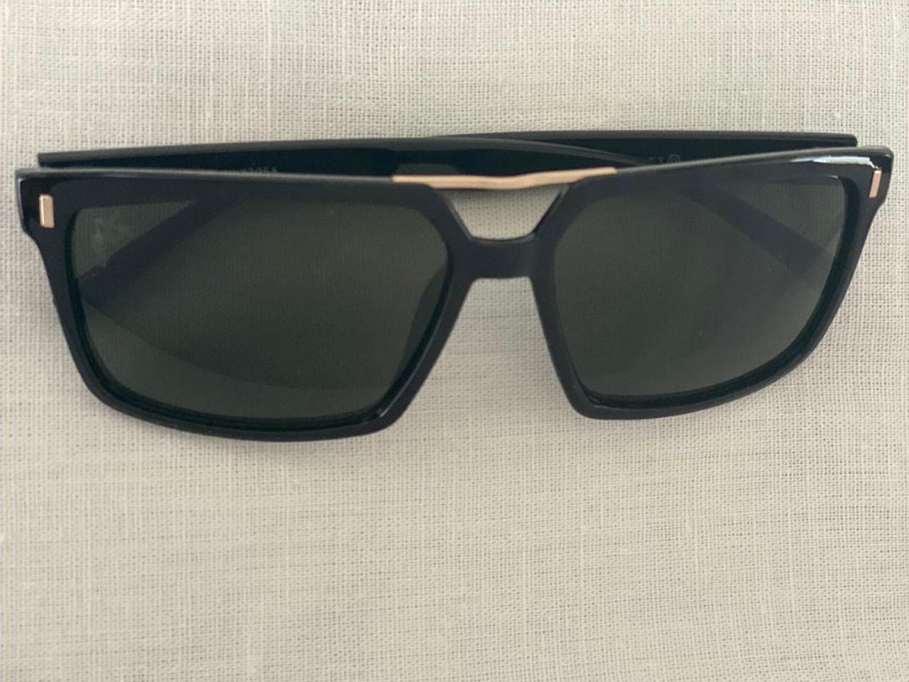 Óculos de Sol ACR - Quadrado Preto e Lente Preta