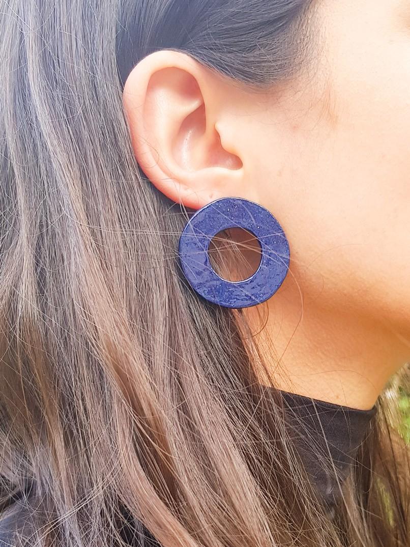 brinco argola cerâmica - azul