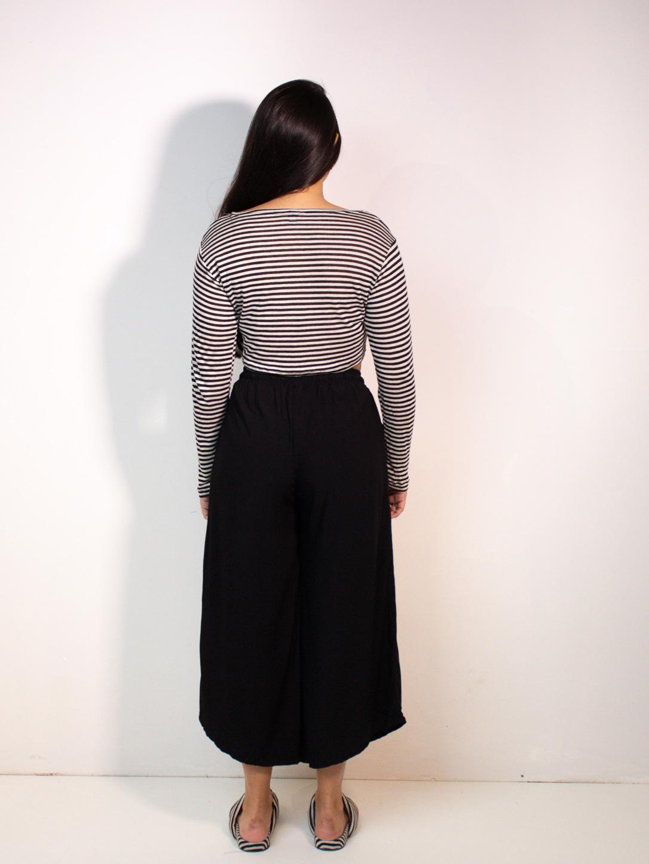 calça pantacourt lisa preta  - MUDI