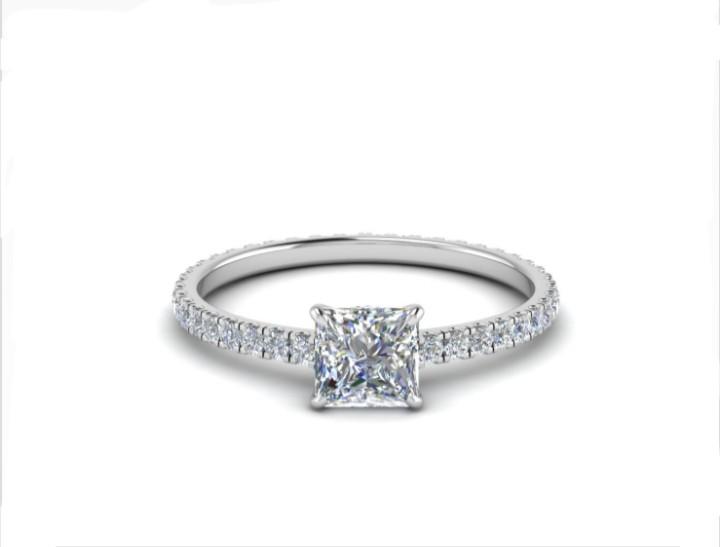 Anel de noivado em ouro 18k  com 172 pontos de diamantes - CÓDIGO 049