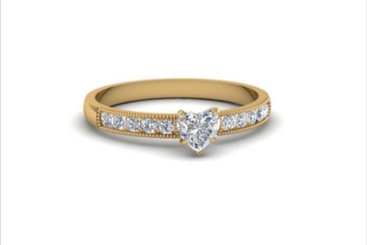 Anel de noivado em ouro 18k  com 40  pontos de diamantes- CÓDIGO 021A