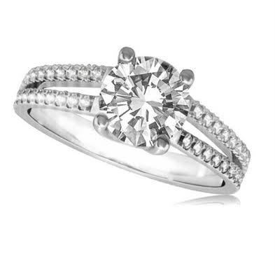 Anel de noivado em ouro 18k  com 68 pontos de diamantes - CÓDIGO 017A