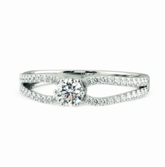 Anel de noivado em ouro 18k  com 69 pontos de diamantes - CÓDIGO 031