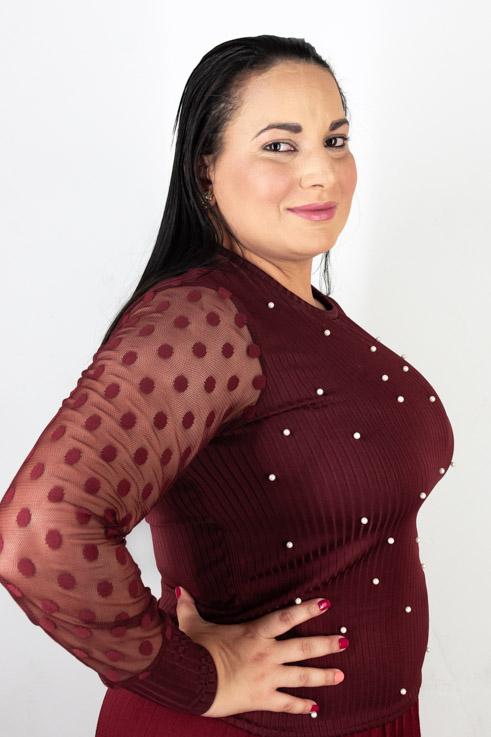 Blusa feminina manga longa de tule com perolas