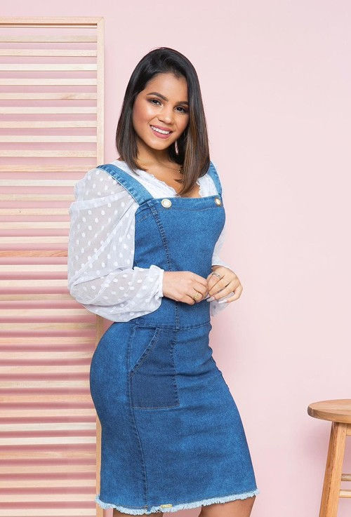 Salopete jeans jardineira Feminina moda evangélica