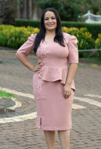 Vestido gode marsala moda evangélica sobreposição