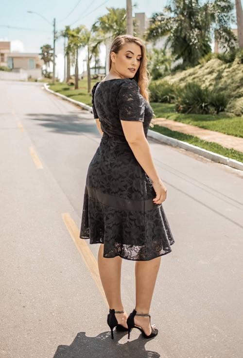 Vestido midi preto moda evangélica princesa