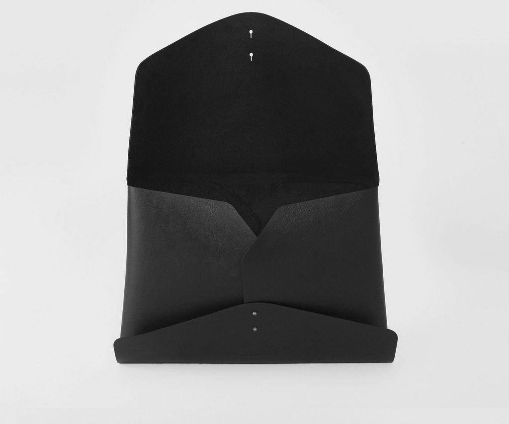Clutch 'Bela' Black