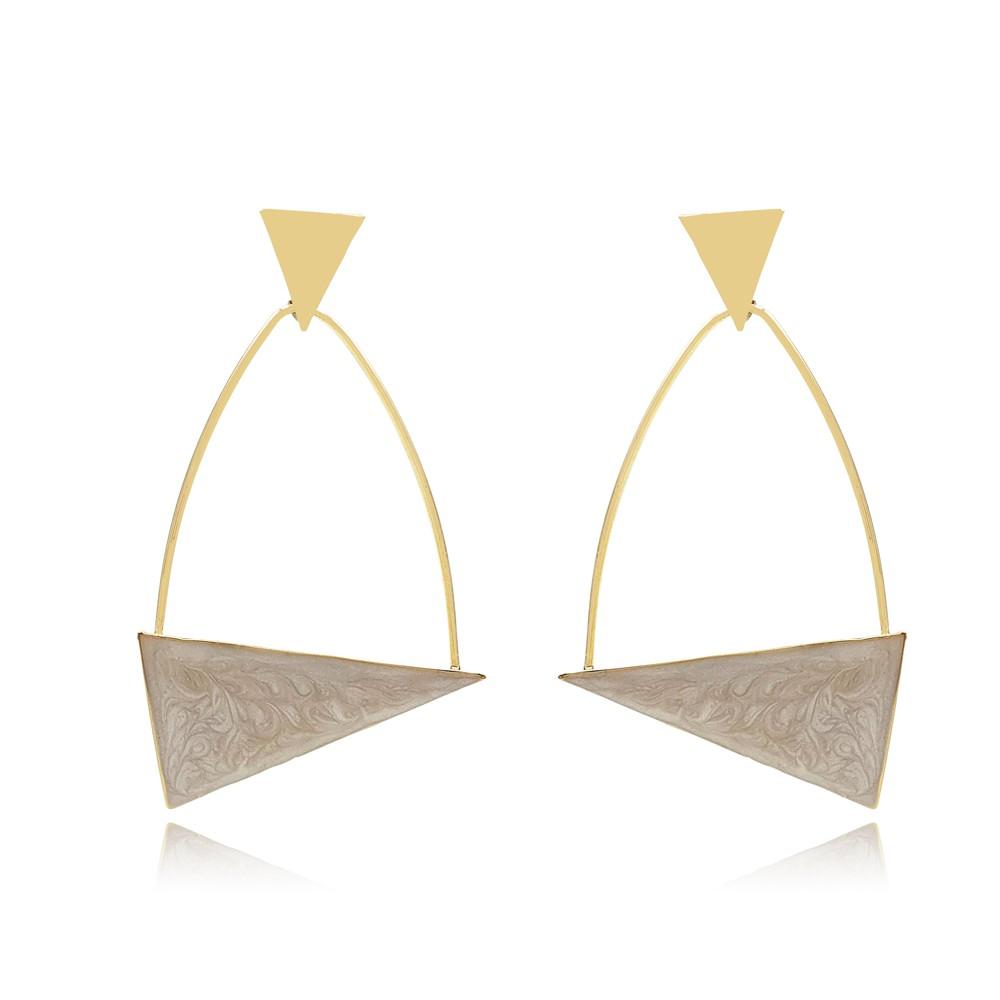 Brinco de Metal Triangular Esmaltado Perolado Banhado à Ouro