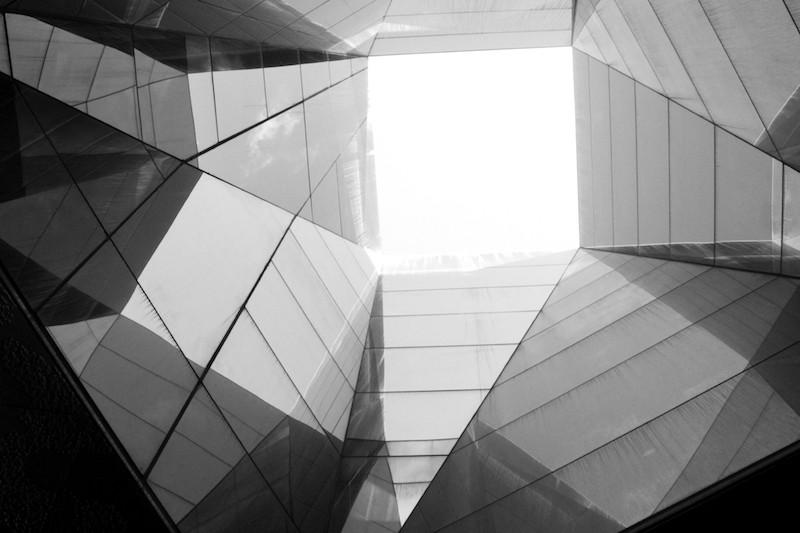 Composição com Reflexo - Museu Blau, Barcelona, 2014 por Henrique Corregedor