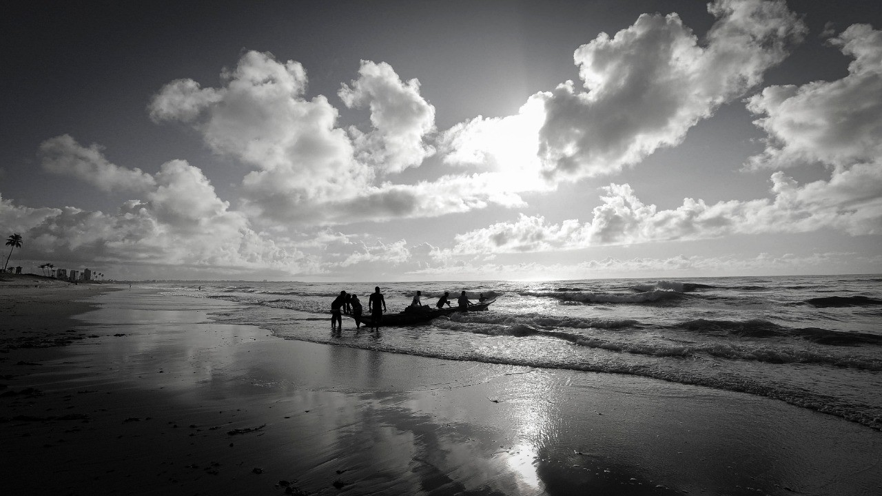 Canoa ao Mar por Daniel Cruz