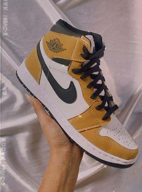 Nike  Air Jordan 1 Mostarda