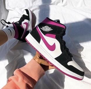 Nike  Air Jordan 1 Pink