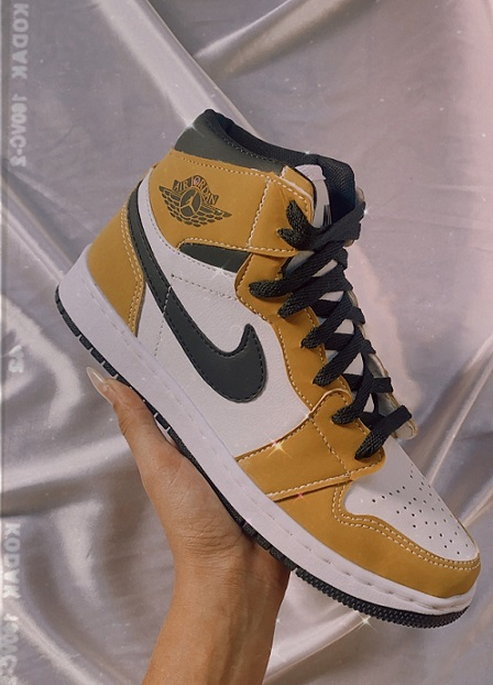 Tênis Nike Air Jordan - Mostarda