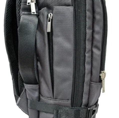 Mochila Masculina Yin's com compartimento para notebook, bolso interno em tela e 5 compartimentos externos , 18''