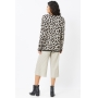 Conjunto de tricot Ralm calça pantacourt nervuras e blusa onça - Bege