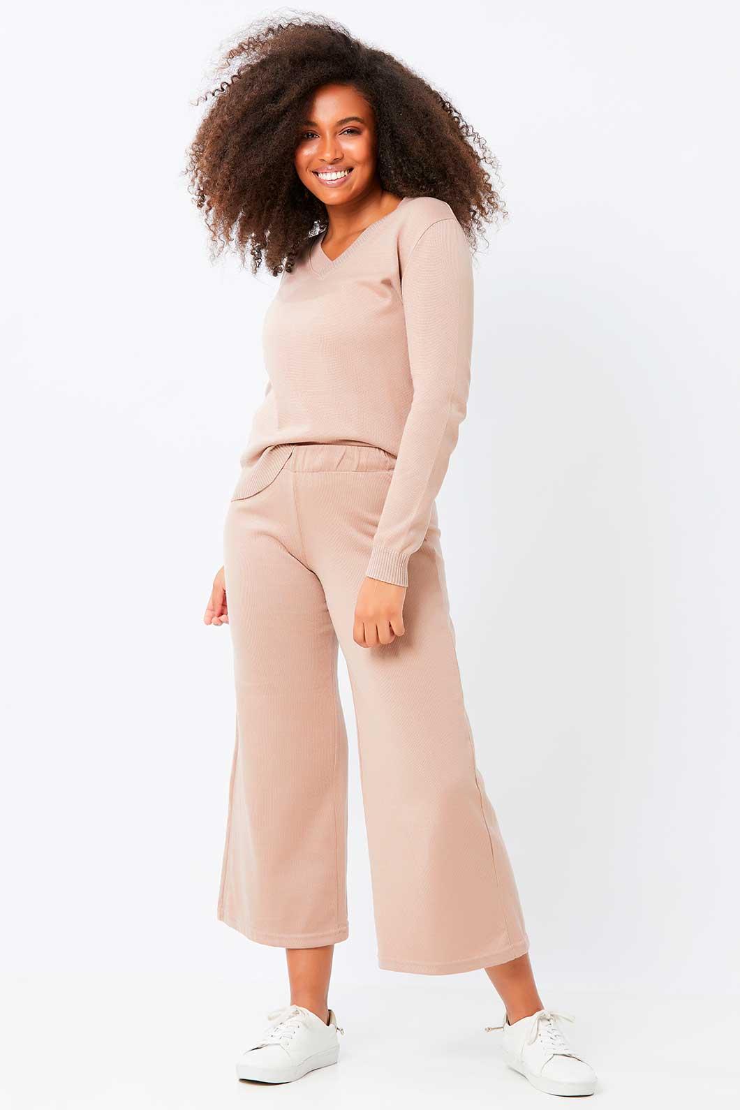 Conjunto de Tricot calça pantacourt lisa e blusa básica decote V - Nude P