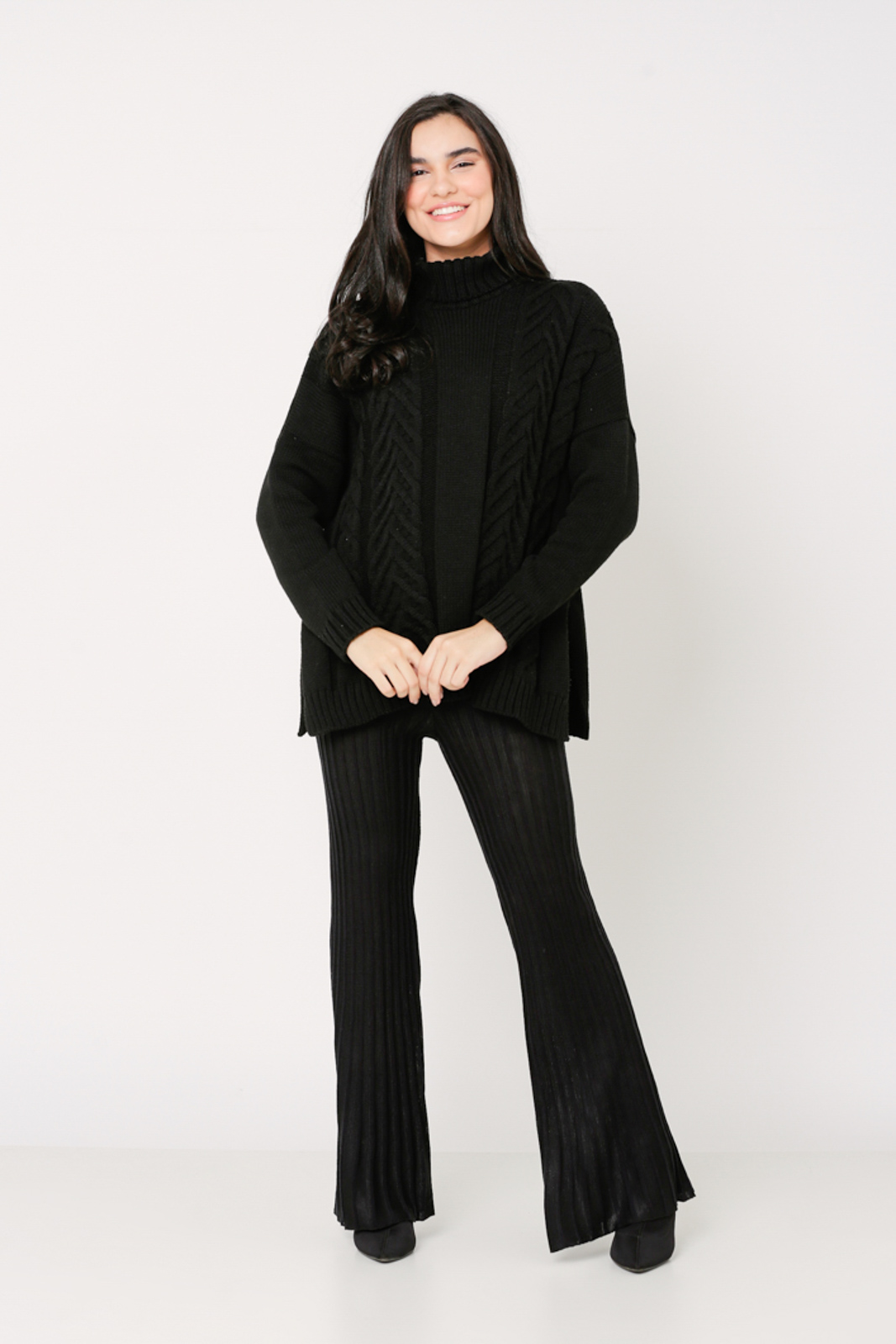 Conjunto de tricot Ralm calça flare e blusa ampla tranças de gola alta - Preto