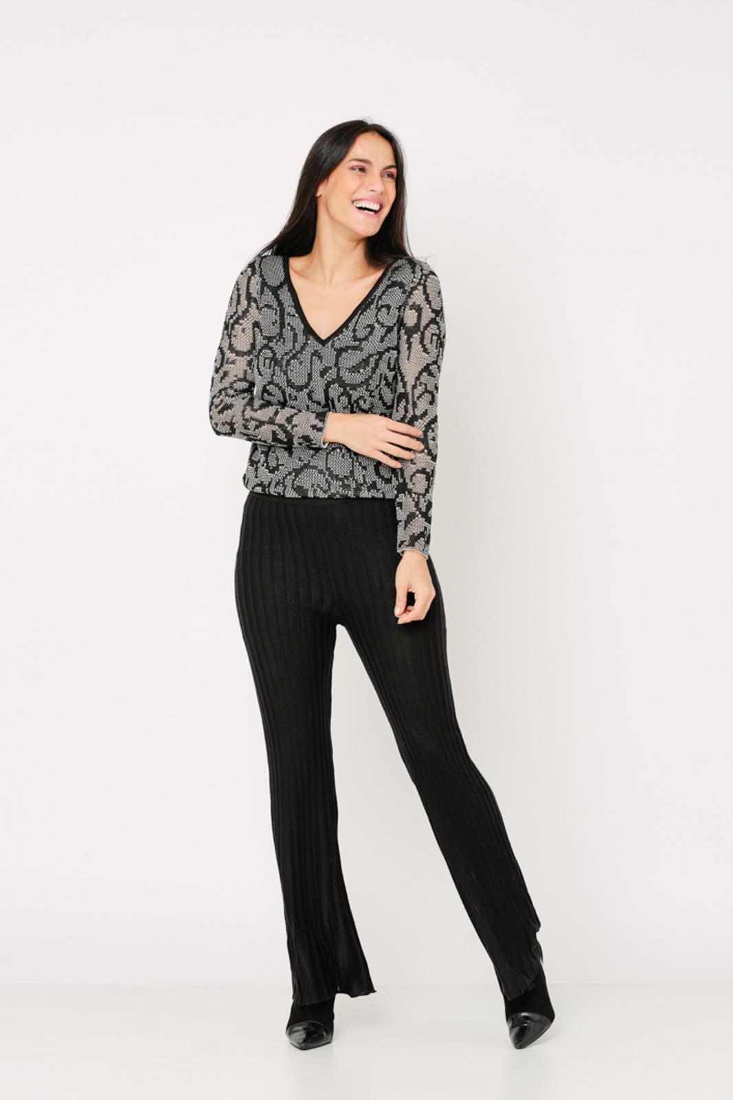 Conjunto de tricot Ralm calça flare e blusa devorê - Preto