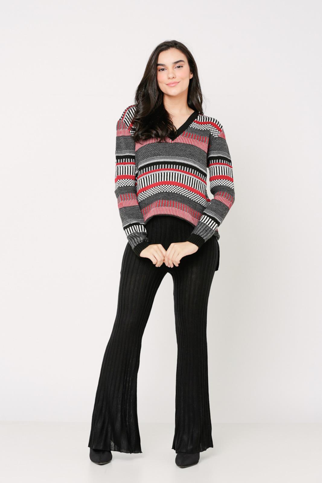 Conjunto de tricot Ralm calça flare e blusa jacard - Preto