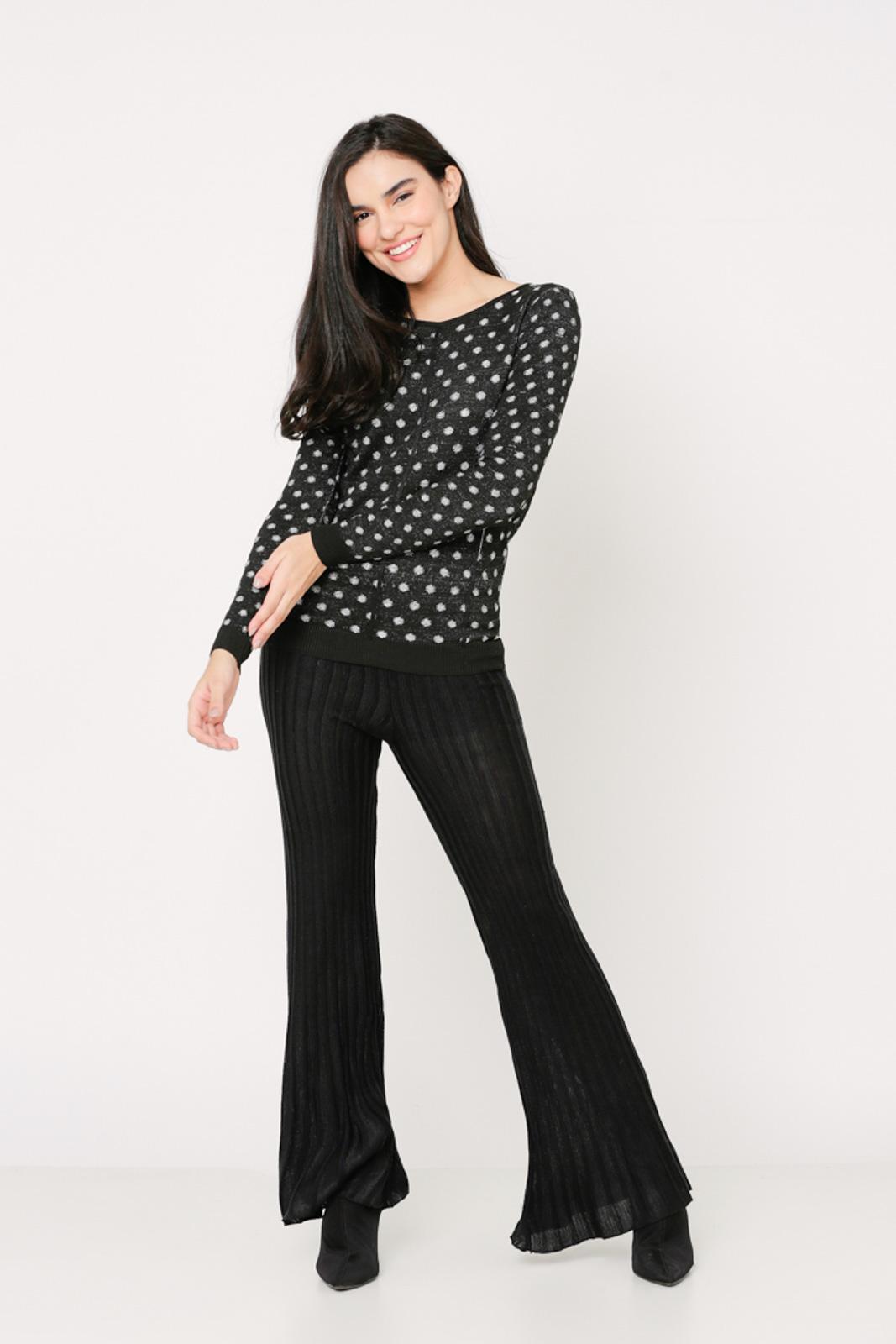 Conjunto de tricot Ralm calça flare e blusa poás - Preto