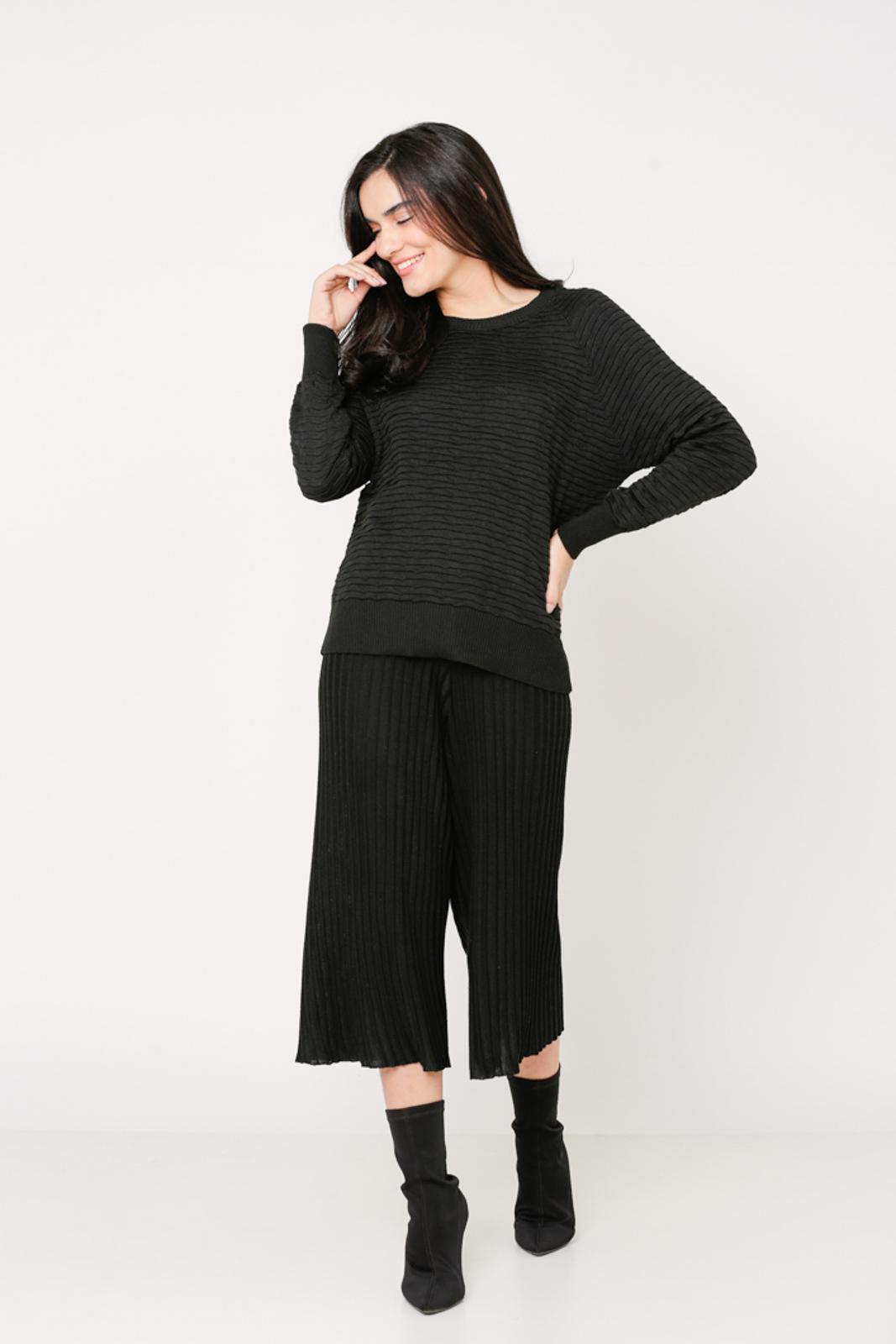 Conjunto de tricot Ralm calça pantacourt nervuras e blusa tricot nervuras - Preto