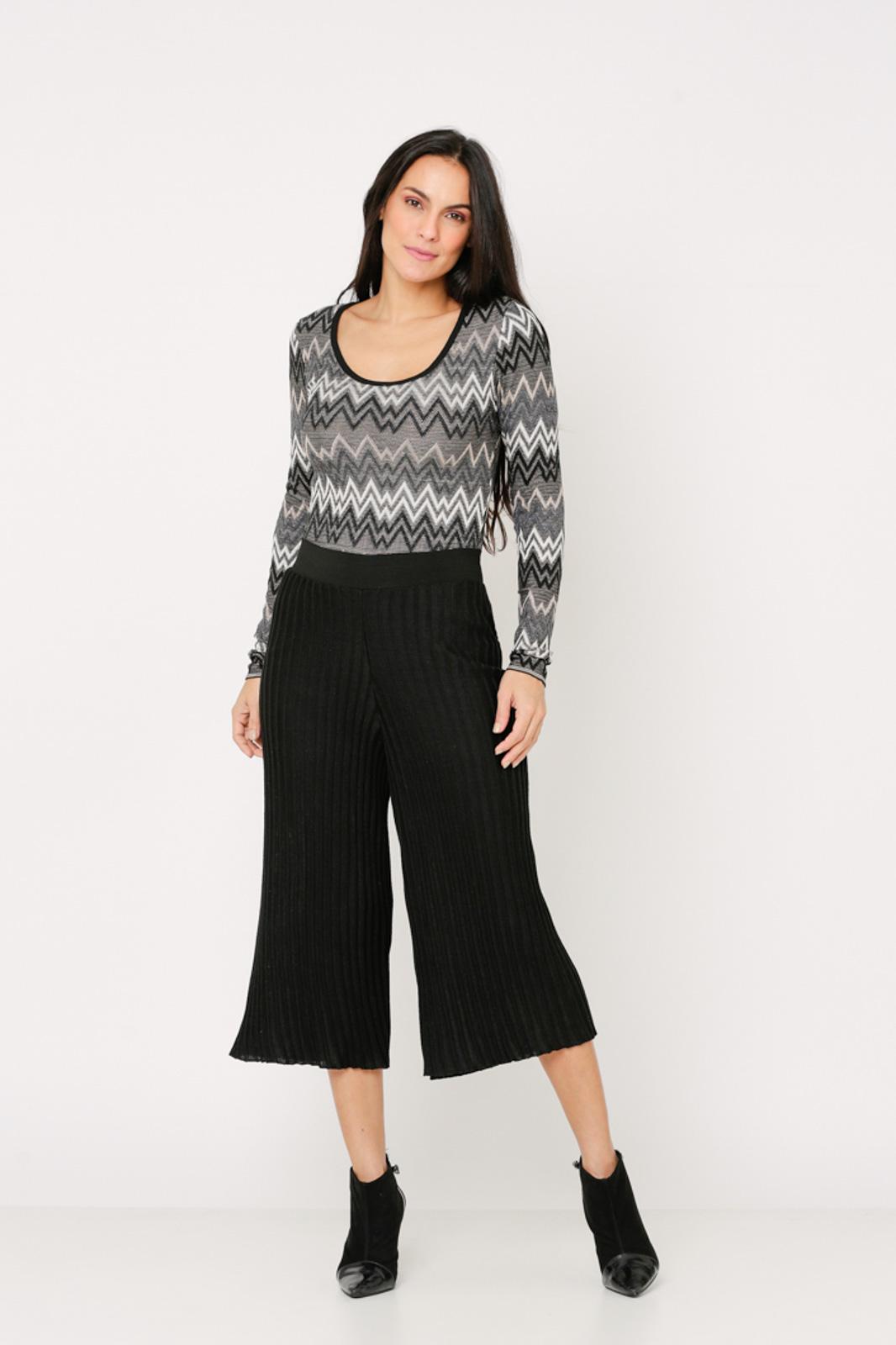 Conjunto de tricot Ralm calça pantacourt nervuras e body zig zag - Preto