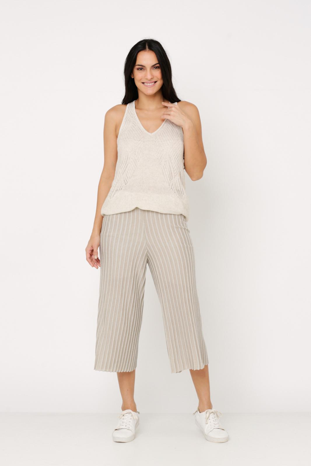 Conjunto de tricot Ralm calça pantacourt nervuras e regata ponto trabalhado - Bege