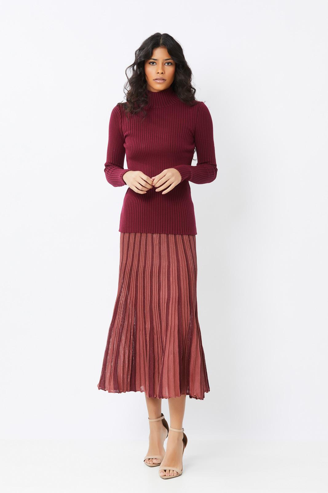 Conjunto de tricot Ralm saia midi e blusa canelada gola alta - Vinho