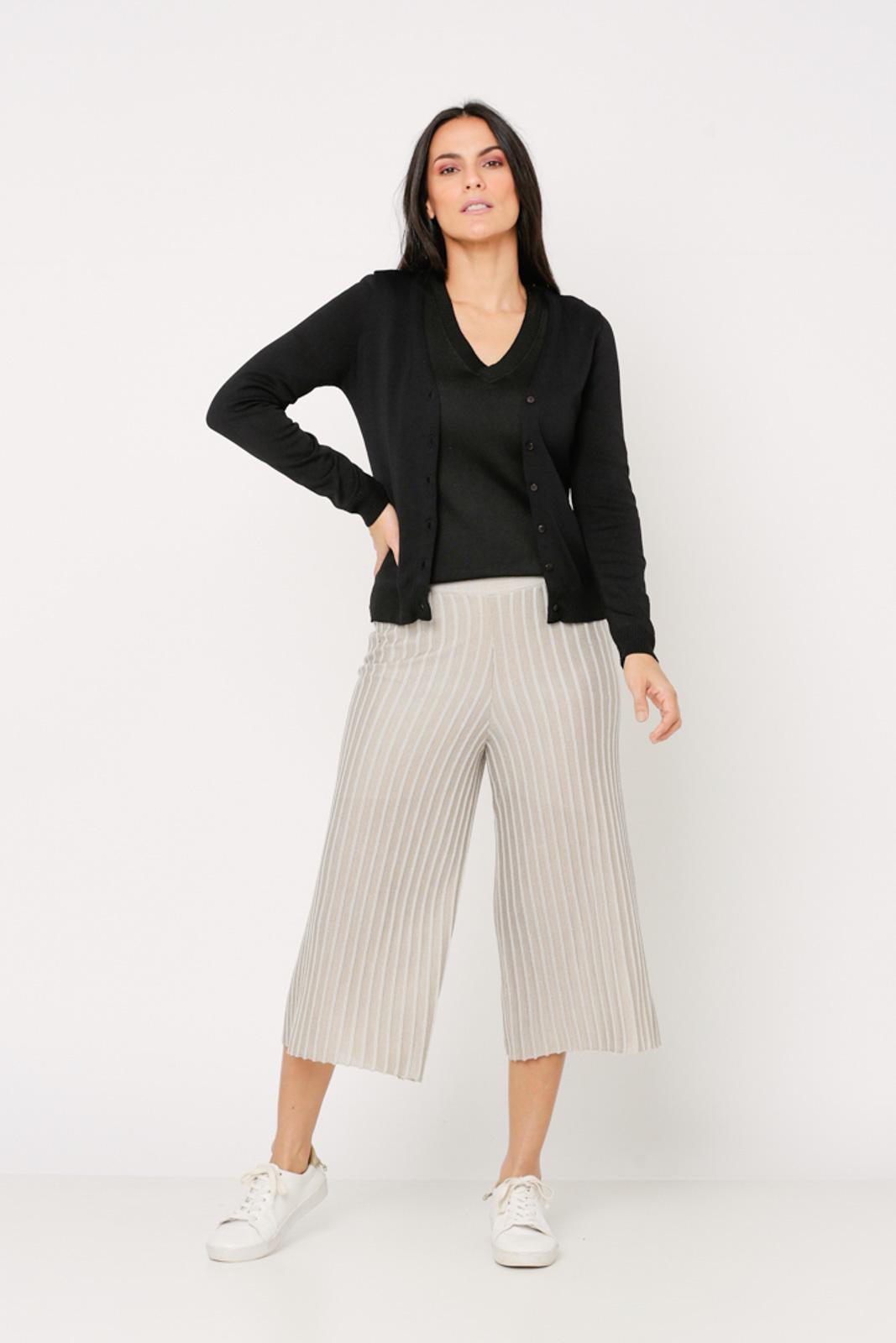 Conjunto de tricot Ralm twinset casaco básico de botões e blusa básica decote V - Preto