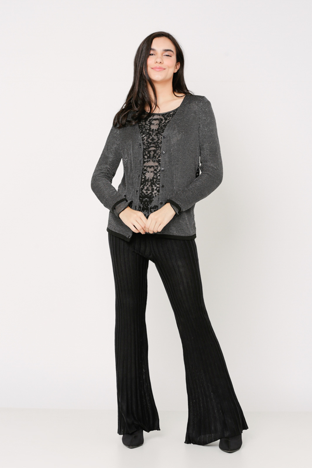Conjunto de tricot Ralm twinset casaco de botões e blusa manga longa rendadada floral - Preto