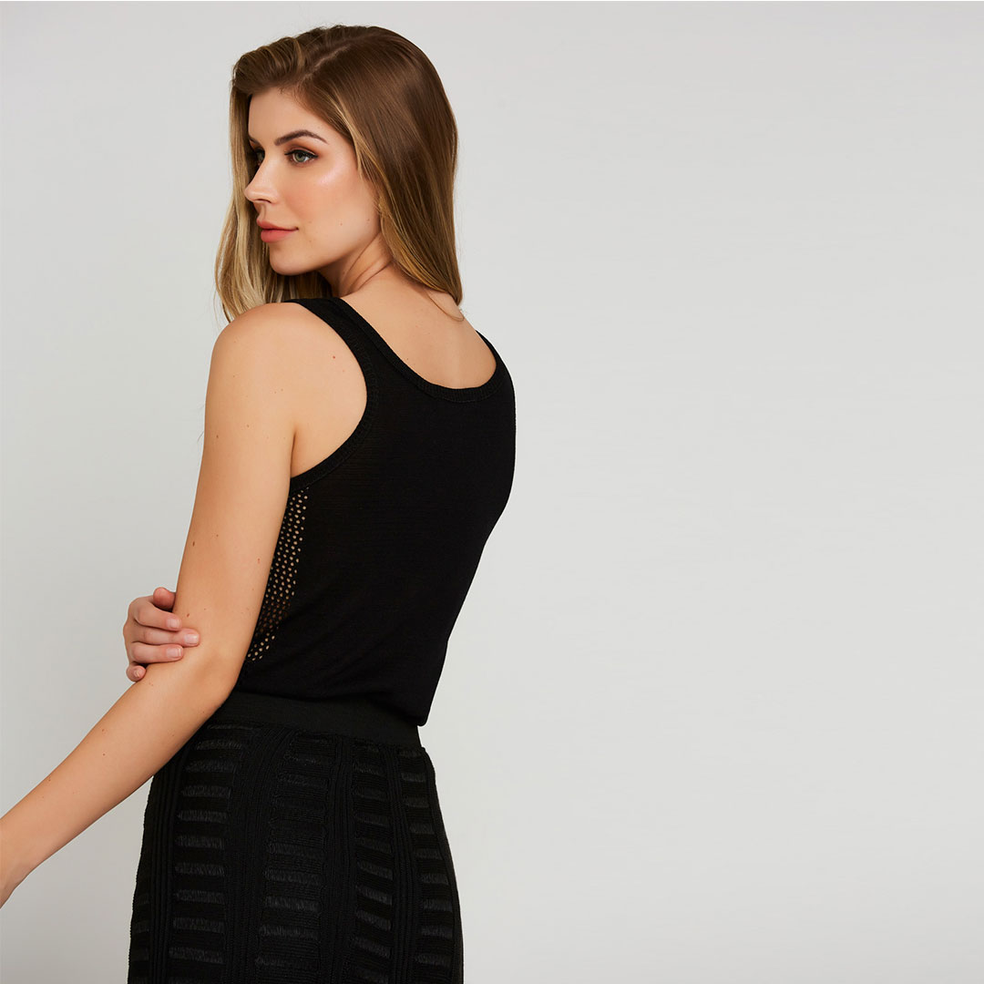 Regata tricot detalhe lateral - Preto