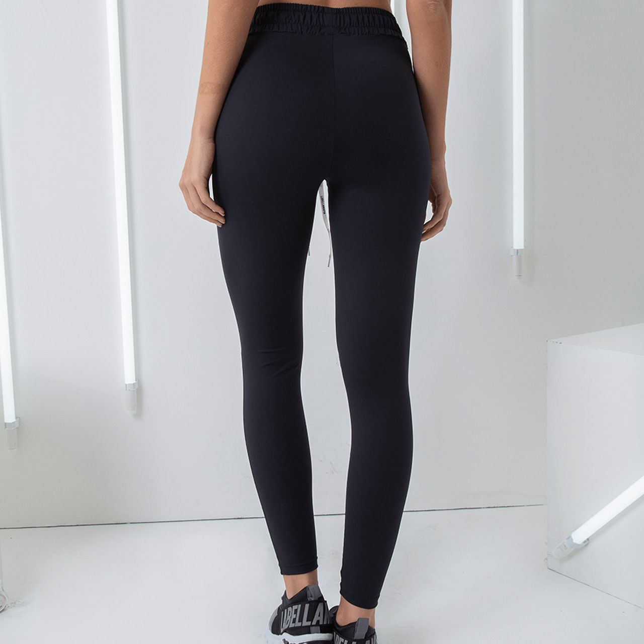 CALÇA LEGGING ESSENTIALS LABELLAMAFIA PRETO 20883