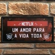 """Placa Decorativa de Metal """"Netflix Um Amor para Vida Toda"""""""