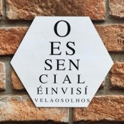 """Placa Decorativa Hexagonal """"O Essencial é Invisível aos Olhos"""""""