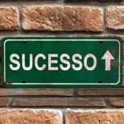 """Placa Decorativa Retangular """"Sucesso"""""""