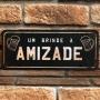 "Placa Decorativa ""Um Brinde à Amizade"""