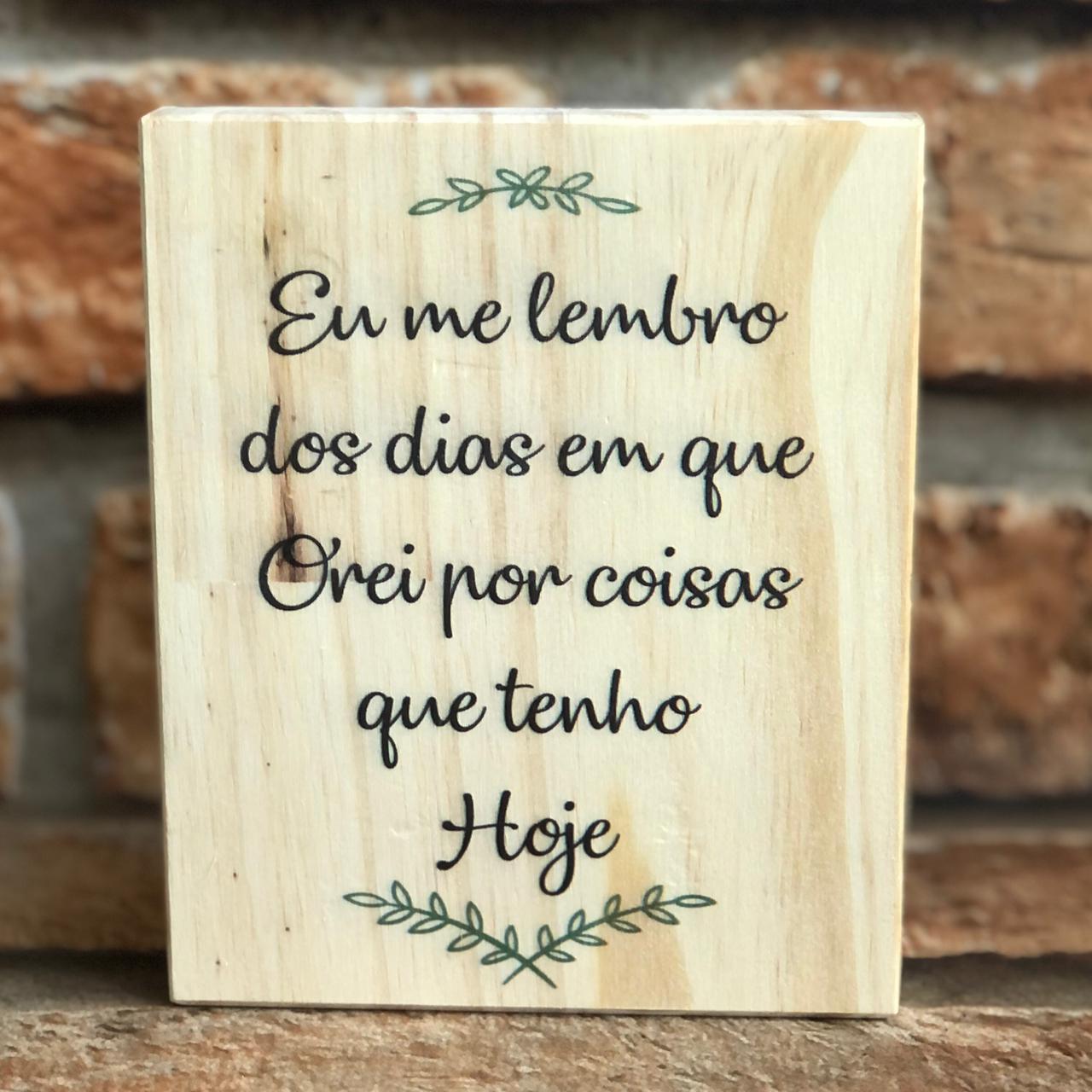 Calendário Decorativo Permanente de Madeira com Frases