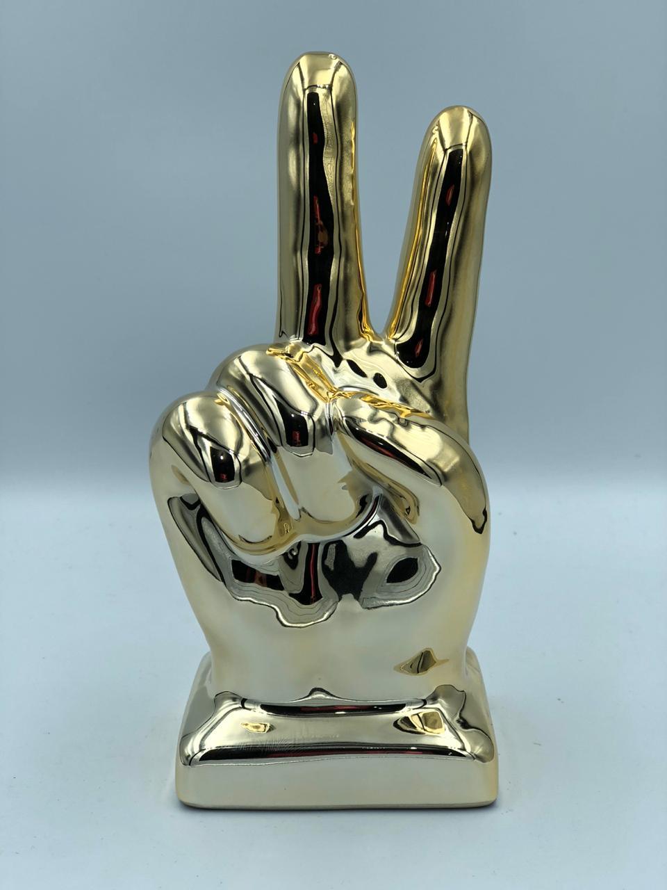Estatueta Decorativa Mão Cromada Paz e Amor