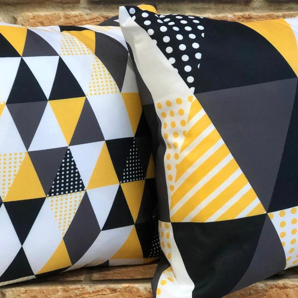 Kit 2 Capas de Almofadas Preto e Amarelo Triângulos