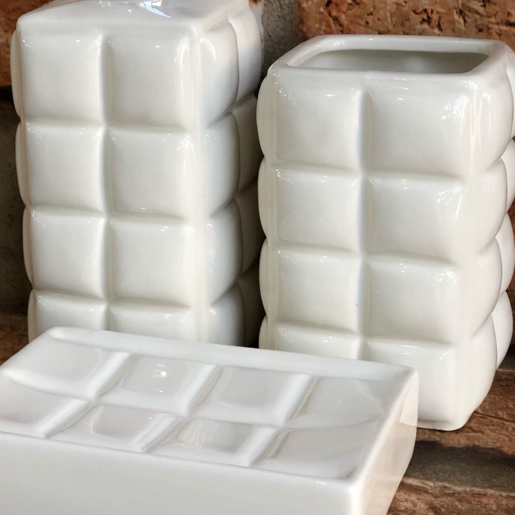 Kit Banheiro de Cerâmica 3 Peças Quadriculado