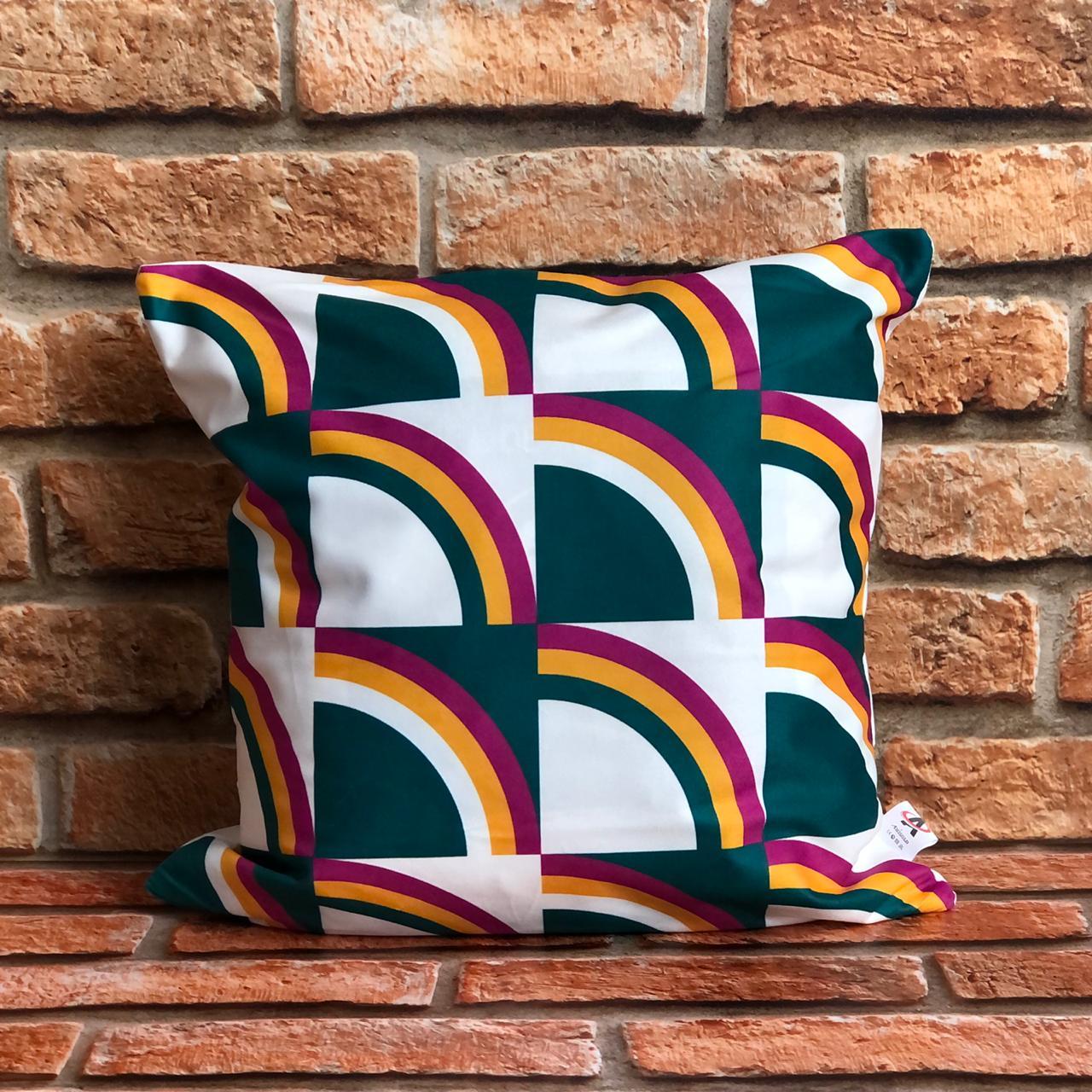 Kit com 3 Capas de Almofada Coloridas Arco-íris