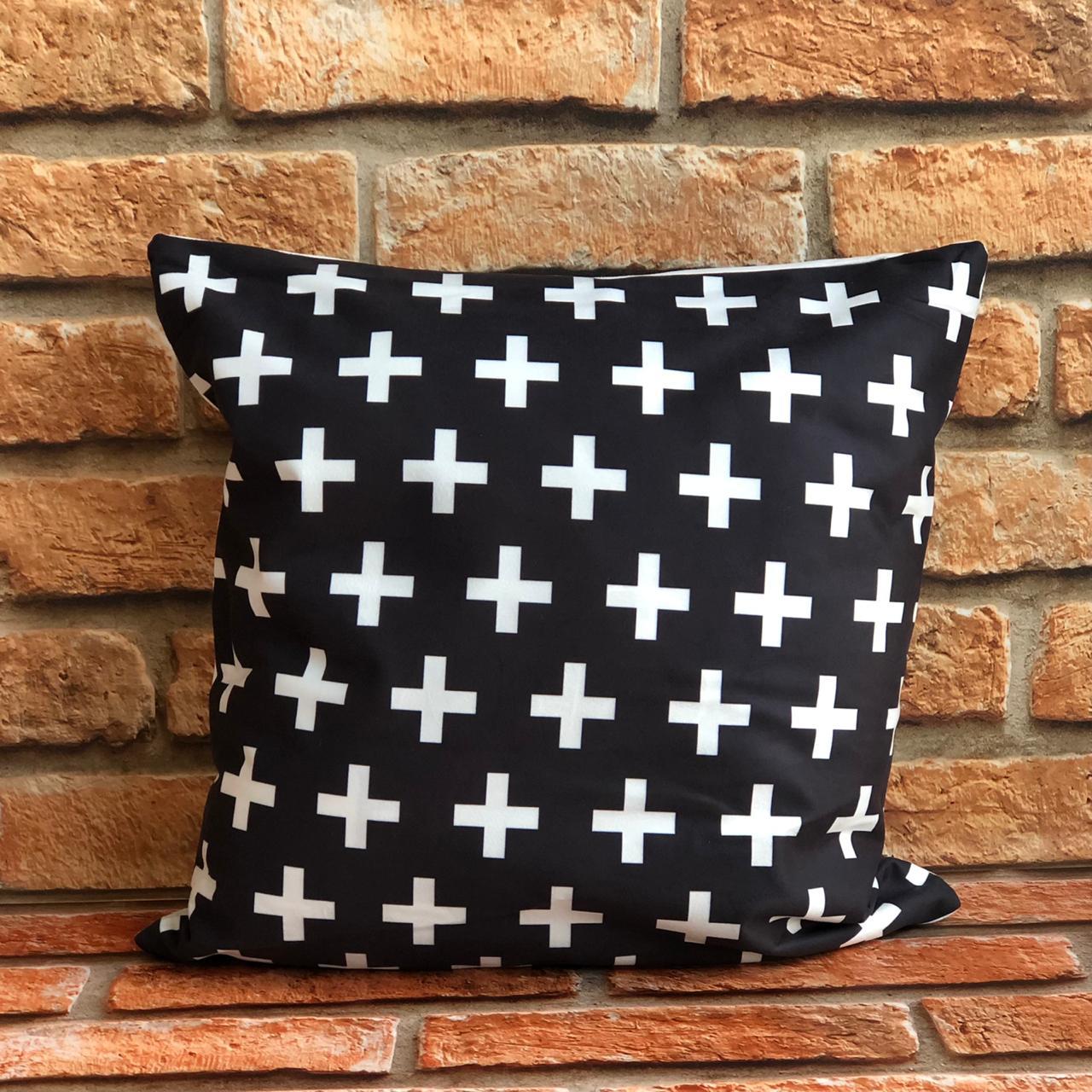 Kit com 3 Capas de Almofada Preto e Branco Geométrico