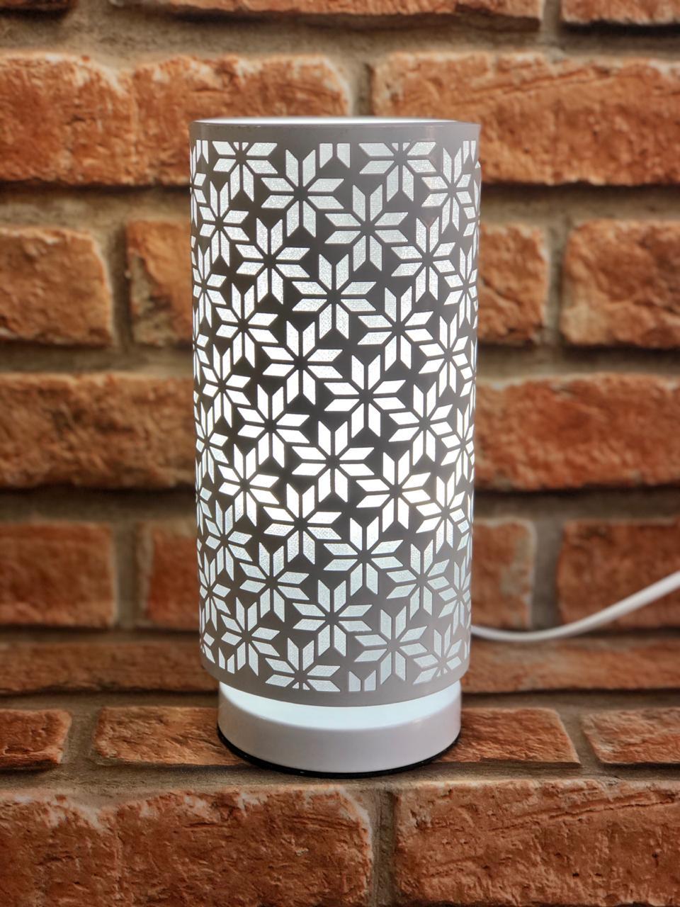 Luminária de Metal Branco com Desenho Flores