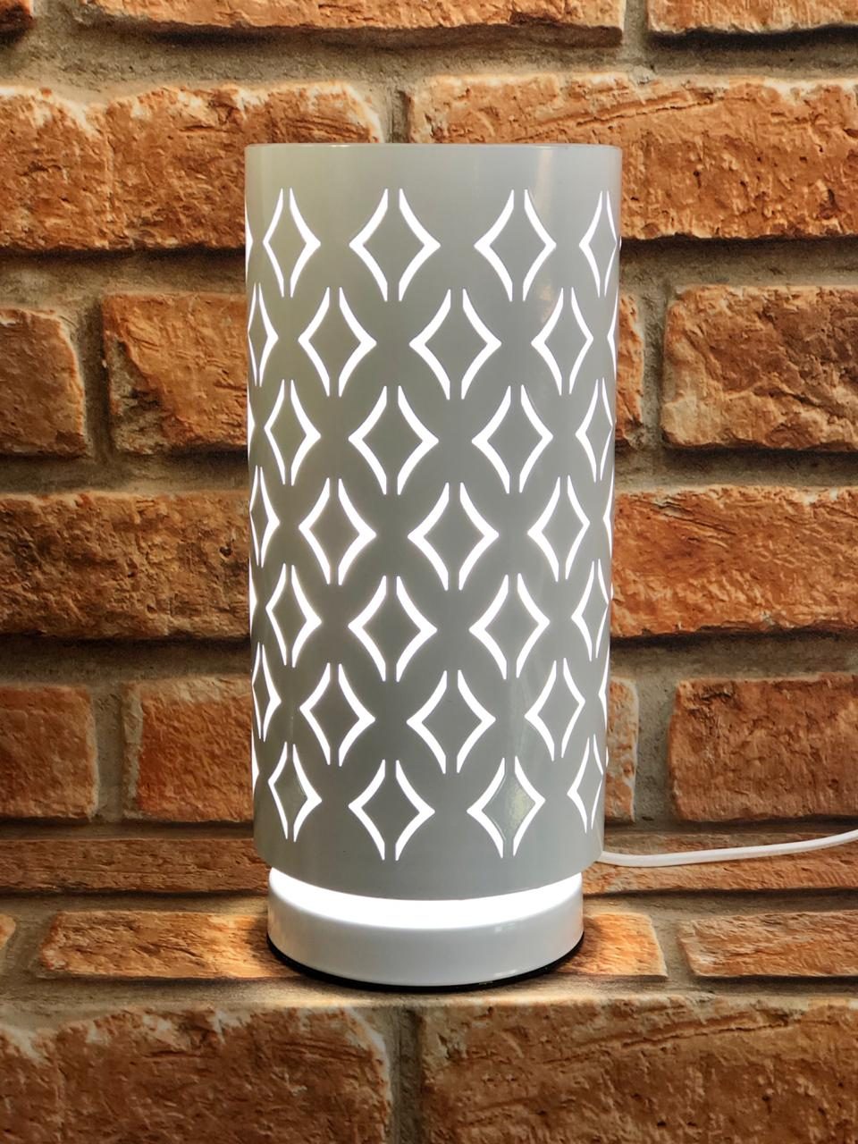Luminária de Metal Branco com Desenho Lozangulo